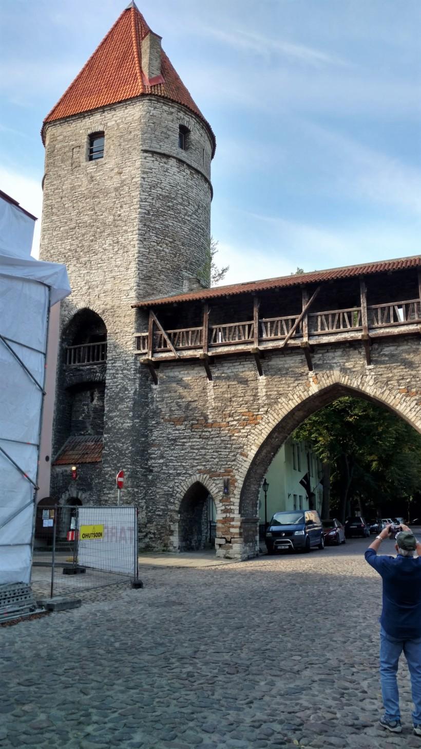 tallinn-estonia-highlight-tour-and-outside-museum-013a